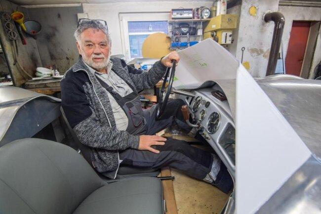<p>Doch dem jetzt 76-Jährigen kam das Glück zu Hilfe. Durch Zufall kam er in Kontakt zu Sören Scheffler vom Chemnitzer Fraunhofer-Institut für Werkzeugmaschinen und Umformtechnik (IWU), der dort die Entwicklung einer Anlage zur wirtschaftlichen Blechbearbeitung für Unikate leitet.</p>