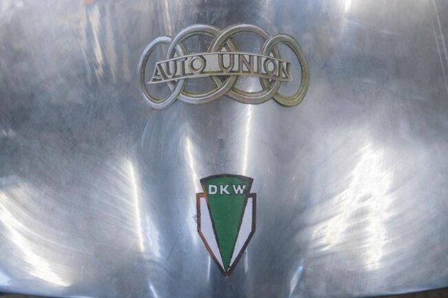 """<p>Den zweiten Sportwagen hat das IWU """"Silberhummel"""" getauft und nutzt ihn als Werbeträger für das Blechumformverfahren und als Versuchsstand für Brennstoffzellenantrieb.</p>"""