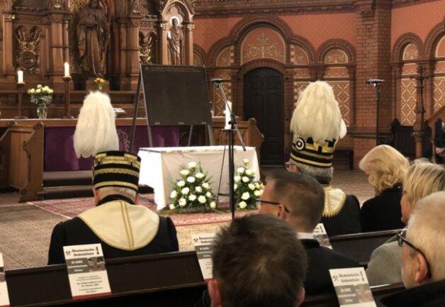 <p>... bei der die Namen aller Toten dieser Tragödie verlesen wurden.</p>