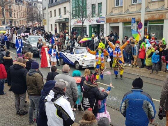 <p>Mit 42 Schaubildern und über 1500 Mitwirkenden zog die Parade wieder Zehntausende von ebenfalls kostümierten Gästen an.</p>
