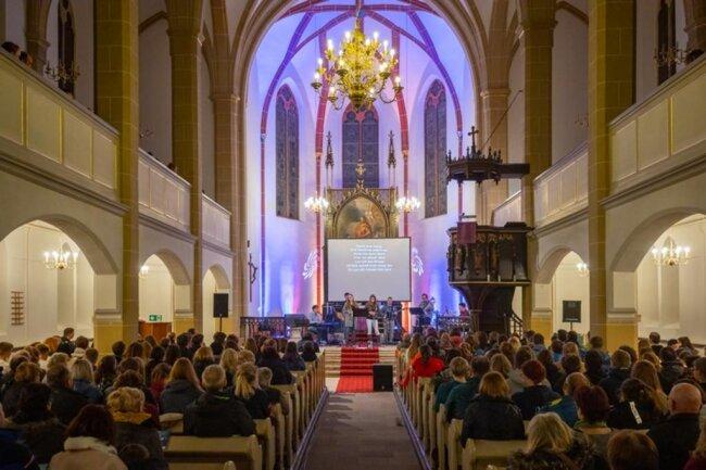 <p>Die Kirchgemeinde Oberwiesenthal hat für die Tage der Junioren-Weltmeisterschaft in Oberwiesenthal ein eigenes Programm gestaltet, dass auch außerhalb der Wettkampfstätten viel Gelegenheit für Begegnungen bietet.</p>