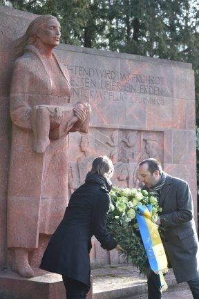 <p>Die Chemnitzer Oberbürgermeisterin Barbara Ludwig erinnerte unter anderem mit Auszügen aus Zeitzeugenberichten an die Geschehnisse vor 75 Jahren.</p>
