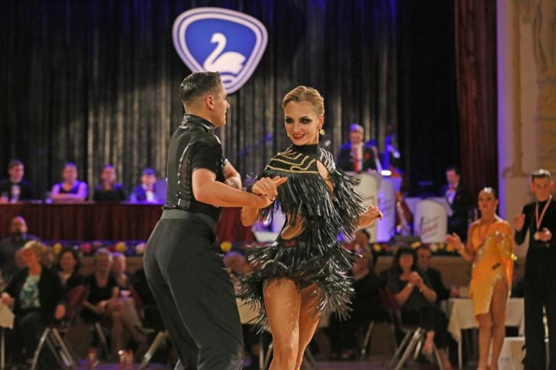<p>Wie Ulrike Trommer vom ausrichtenden Tanzsportclub Silberschwan (TSC) erklärte, reisten mehr als 20 Tanzpaare aus&nbsp;Berlin, Brandenburg,&nbsp;Thüringen, Sachsen-Anhalt und&nbsp;Sachsen&nbsp;an. Sie alle verfolgten ein Ziel: die Qualifikation für die Deutsche Meisterschaft.&nbsp;</p>