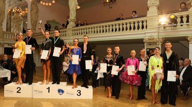 <p>Die Siegerehrung in der Startklasse Jugend A Kombination. Das Siegerpaar: Fabien Lax und Alex Krüger vom TSZ Dresden.</p>