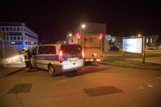 <p>Die Polizei musste vor Ort die Schaulustige zurückhalten.</p>
