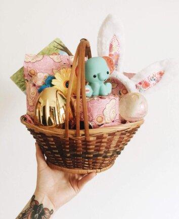 <p>Ostergeschenke dürfen nicht übergeben werden. Sie vor die Türe zu stellen, ist allerdings erlaubt.</p>