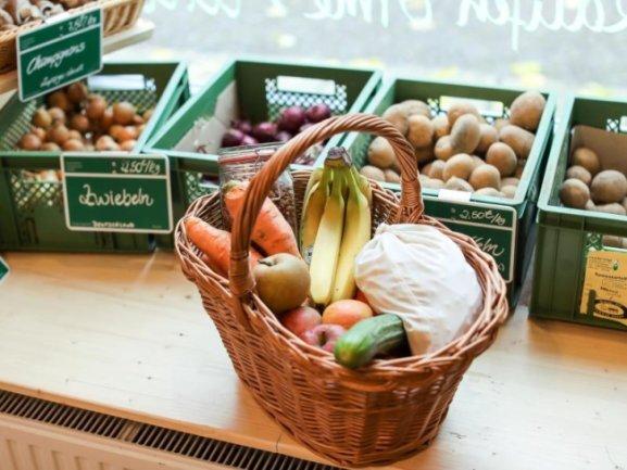 <p>An den Feiertagen sind Ostereinkäufe nicht möglich. Das Ladenschlussgesetz wurde zwar in der Coronakrise gelockert, die deutschen Supermarkt- und Discounter-Ketten wollen aber die Geschäfte wie üblich geschlossen halten.</p>