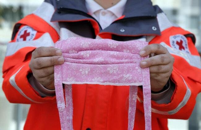 <p>Pink pur! Die weißen Ornamente lassen die Farben fast noch schöner strahlen.&nbsp;</p>