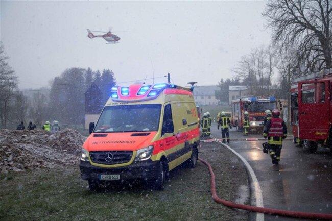 <p>Das Feuer griff auf das gesamte Gebäude über.</p>