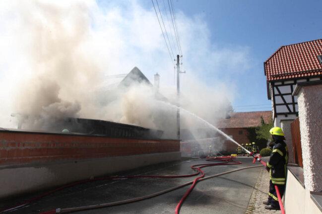 <p>Erheblicher Sachschaden ist am Mittwochmittag bei einem Großbrand im Plauener Ortsteil Straßberg entstanden.</p>