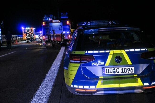 <p>Die Feuerwehr Wildenfels brauchte etwa 45 Minuten, um den Fahrer zu befreien.</p>