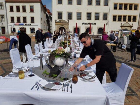 <p>Silberbesteck, edle Gläser und Kerzenständer, Freiberger Bauerhasen und Etageren voller Obst wurden präsentiert.</p>