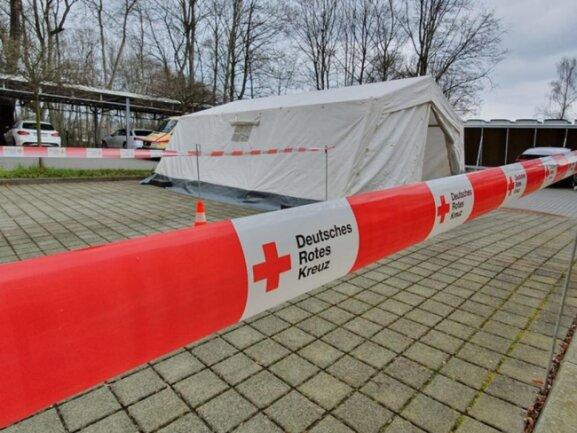 <p>Auf dem Gelände des Paracelsus-Klinikums Reichenbach ist ein Corona-Ambulanz-Zentrum errichtet worden. Dorthin will&nbsp;man Patienten umleiten, bei denen es einen konkreten Verdacht gibt.&nbsp;</p>