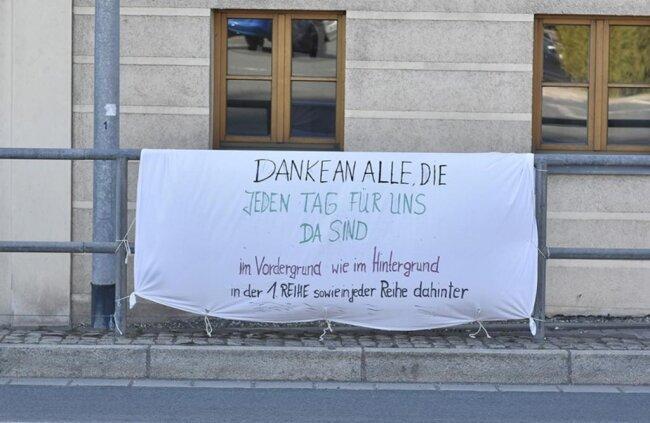 <p>Ein Banner in Adorf sprach Dank aus.&nbsp;</p>