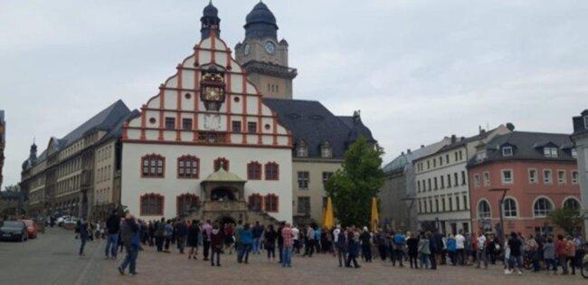 """<p>Sogenannte """"Spaziergänge"""" als stiller Protest gegen Corona-Einschränkungen fanden auch in Plauen statt.&nbsp;</p>"""