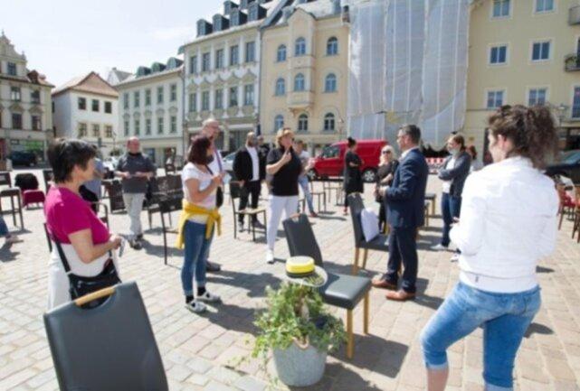 <p>Gastronomen machten auf dem Plauener Altmarkt auf ihre schwierige Lage aufmerksam. Erst Schließungen, dann&nbsp;Unklarheiten vor&nbsp;der Wiederöffnung machten ihnen zu schaffen.&nbsp;</p>