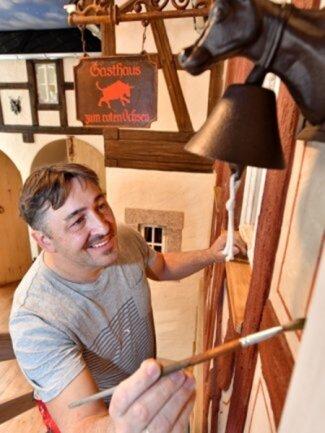 """<p>Silvio Kuhnert, singender Wirt und Inhaber des Landhotels """"Zum grünen Baum"""" in&nbsp;Taltitz, hat die Coronakrise als Chance genutzt und sein Landhotel aufgemöbelt.&nbsp;</p>"""