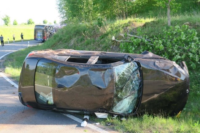 <p>Die Fahrt des Zweitligateams des FC Erzgebirge Aue ist am Sonntagabend durch einen Unfall jäh unterbrochen worden.</p>
