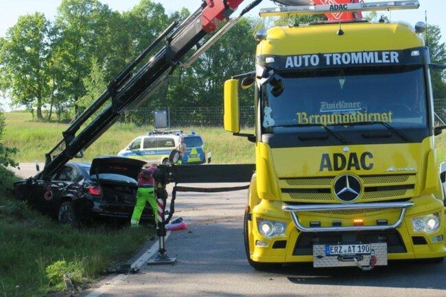 """<p>""""Im Bus wurde zum Glück niemand verletzt. Die Spieler und Betreuer haben die Fahrt nach Nürnberg in mehreren Kleinbussen und Privatfahrzeugen fortgesetzt"""", sagte am Abend der Auer Vereinspräsident Helge Leonhardt.</p>"""