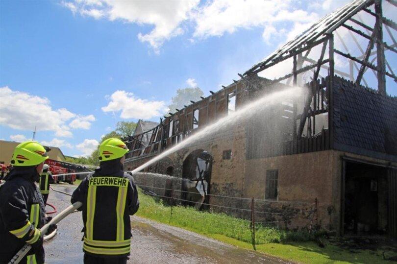 <p>Laut Polizei brannten beide Gebäude in voller Ausdehnung.</p>