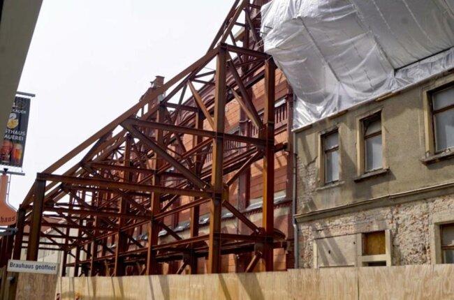 <p>Die Fassade der ehemaligen Druckerei Förster &amp; Börries an der Peter-Breuer-Straße. Dahinter entsteht derzeit ein Hochtechnologiezentrum.</p>