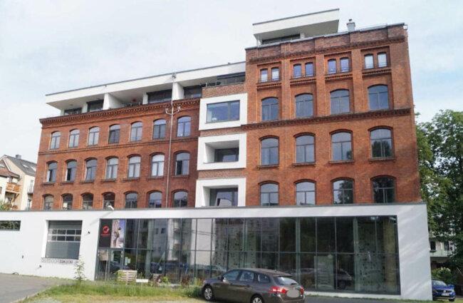 <p>Die ehemalige Knopffabrik. In dem Gebäude befinden sich heute eine Kletterhalle und Wohnungen.</p>