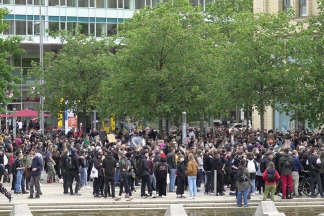 <p>Laut Polizei war eine stationäre Kundgebung mit 50 Teilnehmern angemeldet worden.</p>