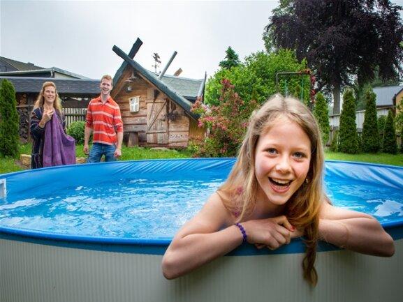 <p>Die neunjährige Bathsheba aus Tübingen wohnte mit Bruder und ihren Eltern im Dornröschen-Zimmer und nutzte gleich am Morgen den Pool des Hauses.</p>