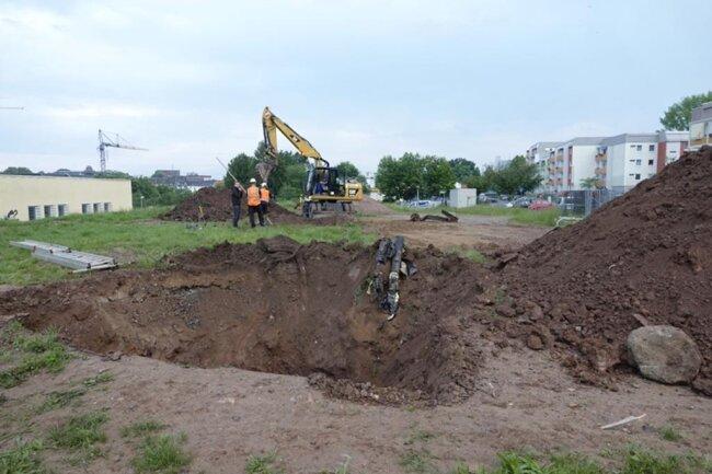 <p>Das Loch wurde einstweilen wieder zugeschüttet.</p>