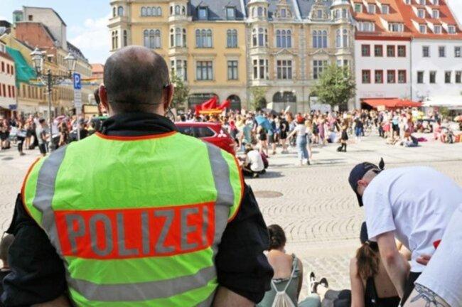 <p>Die friedlich verlaufende Aktion wurde von 156 Polizisten begleitet.&nbsp;</p>