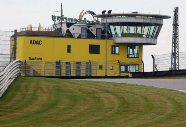 <p>2020: Keine Besucher, keine Rennen auf dem Sachsenring.</p>
