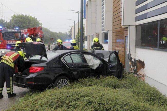 <p>Feuerwehr, Polizei und Rettungskräfte sind im Einsatz.</p>