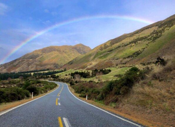 <p>Regenbogen am Lake Hawea in Richtung Wanaka (Südinsel)</p>
