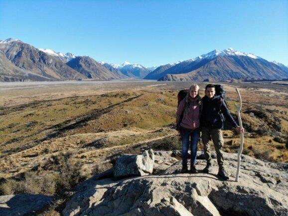 <p>Marko Mothes und Stefanie Siegel aus Leukersdorf machen während ihrer Weltreise in Neuseeland Station. Auf dem Bild ist der Mount Sunday zu sehen.</p>