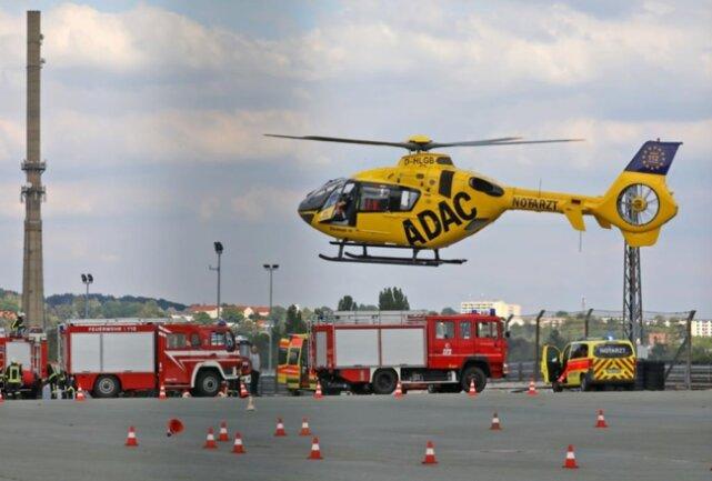 <p>Der Rettungshubschrauber war zwar vor Ort, aber der Verletzte wurde mit dem Rettungswagen abtransportiert.<br /> &nbsp;</p>