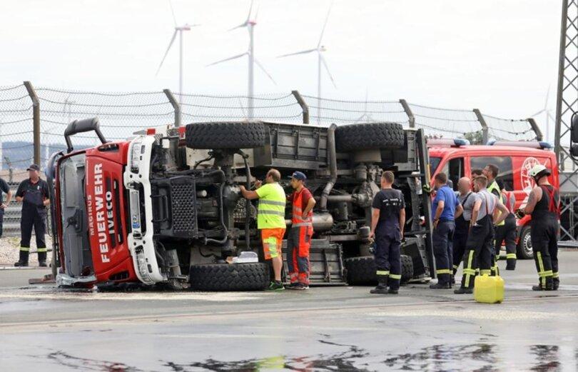 <p>Laut Polizei hatte ein 36-jähriger Fahrer mit dem Löschfahrzeug das Fahren auf nasser Straße geübt.</p>