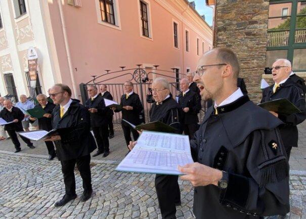 <p>Der Bergchor Schneeberg hat im Bereich des Museums ein kleines bergmännisches Konzert gegeben.</p>