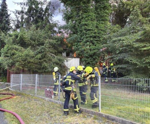<p>Umliegende Feuerwehren sind im Einsatz, weitere Wehren wurden nachalarmiert.</p>