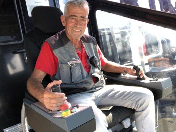 <p>Der 61-jährige&nbsp;Carlos Antonio Casinha Dionisio arbeitet in der Kabine des Baukrans.&nbsp;</p>