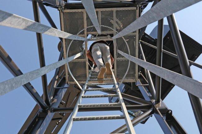 <p>Täglich klettert der Portugiese in den Turmelementen die sechs senkrechten versetzten Leitern mit insgesamt 138 Sprossen hoch und wieder runter.</p>