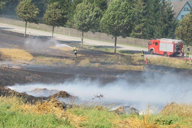 <p>Der Brand war offenbar ausgebrochen, während Mäharbeiten liefen.&nbsp;</p>