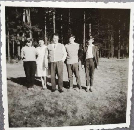 """<p><span class=""""img-info"""">1965 wurden Egon und Gertraude Edel Leiter des TuR-Ferienheims, Tochter Claudia und ihre Brüder zogen von Dresden ins Erzgebirge.</span></p>"""