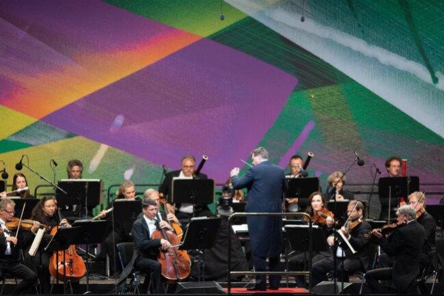 <p>... und die Sächsische Staatskapelle unter Leitung von Christian Thielemann.</p>