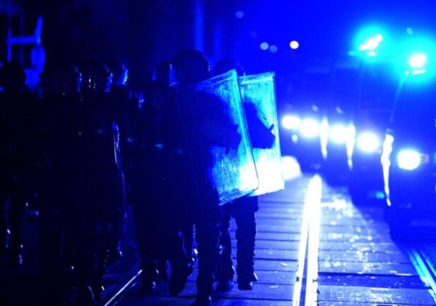 <p>Nach ersten Polizeischätzungen hatten sich rund 500 Menschen zu der angemeldeten Demo versammelt.</p>