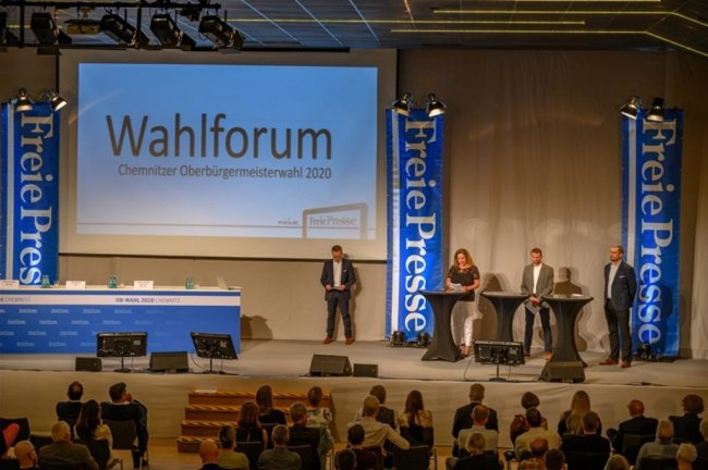 """<p>Das Forum wurde moderiert von Chefredakteur Torsten Kleditzsch (Mitte) und weiteren Redakteuren der """"Freien Presse"""": Mandy Fischer (3.v.r.), Swen Uhlig (2.v.r) und Ronny Schilder (r.).</p>"""