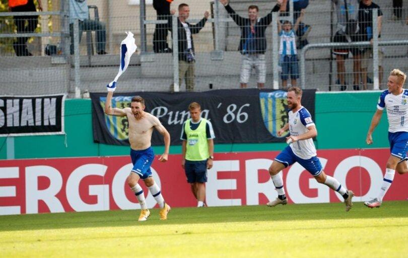 <p>Der Chemnitzer Christian Bickel (links) bejubelt sein Tor zum 2:1.</p>