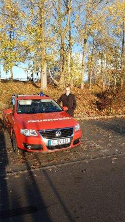 <p>8 Uhr: Auf einem Parkplatz informiert der künftige OB Sven Schulze (SPD) über die aktuelle Lage.</p>
