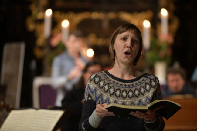 <p>Am Freitagabend probten die Musiker noch einmal. Hier zu sehen: Solistin Ulrike Malotta.</p>
