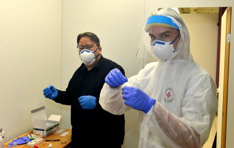 <p>Kevin Illig (r.), hier mit Lars Harthun, der das Impfzentrum im Simmelcenter in Mittweida ab Januar leiten wird.</p>