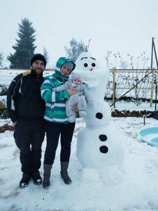 """<p>Das ist """"Olaf"""", gebaut von Bianca Göbel und ihrem Ehemann Benjamin aus Cranzahl. Ihre Tochter Paulina ist begeistert.</p>"""
